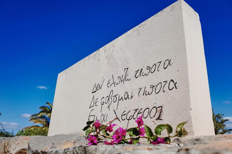 grave-nikos-kazantzakis-heraklion-iraklion-crete-greece-greek-writer-his-novel-zorba-greek-epitaph-85577824